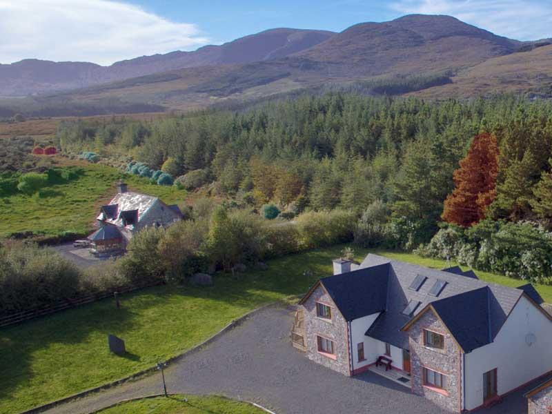 Álaind Lodges Accommodation for Coastal Views Walking Holiday